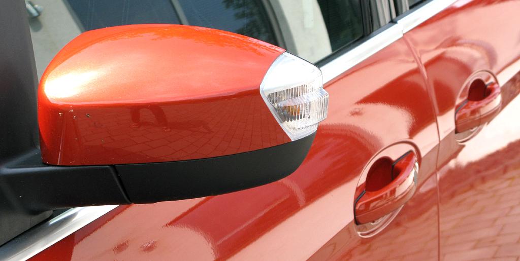 Ford Grand-C-Max: Im Außenspiegel ist seitlich der Blinker integriert.