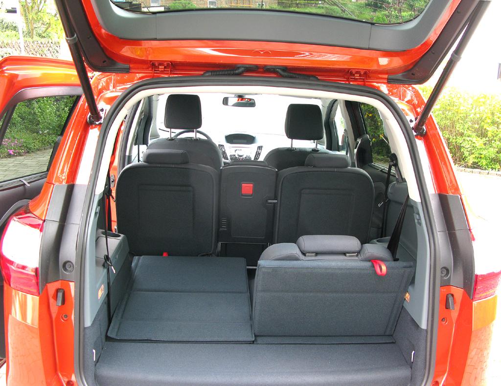 Ford Grand-C-Max: Ins Gepäckabteil passen hier fast 440 bis über 1740 Liter hinein.
