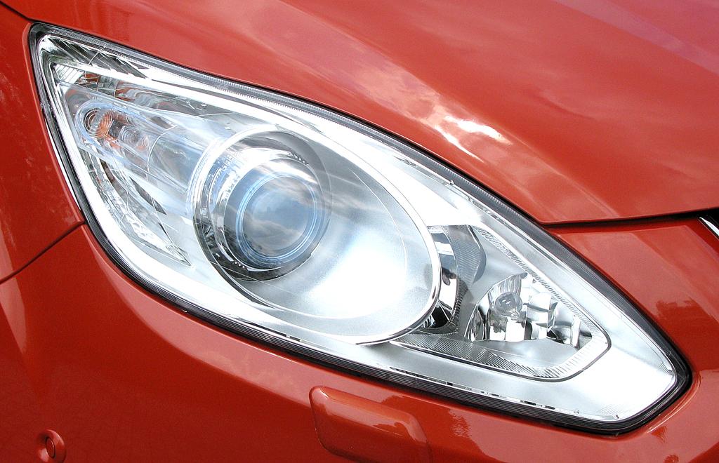 Ford Grand-C-Max: Moderne Leuchteinheit vorn.