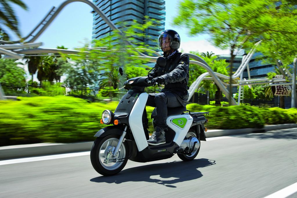 Honda testet den Elektroroller EV-neo in Barcelona