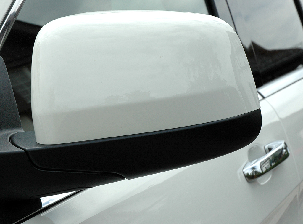 Jeep Grand Cherokee Diesel: Blick auf den Außenspiegel auf der Fahrerseite.