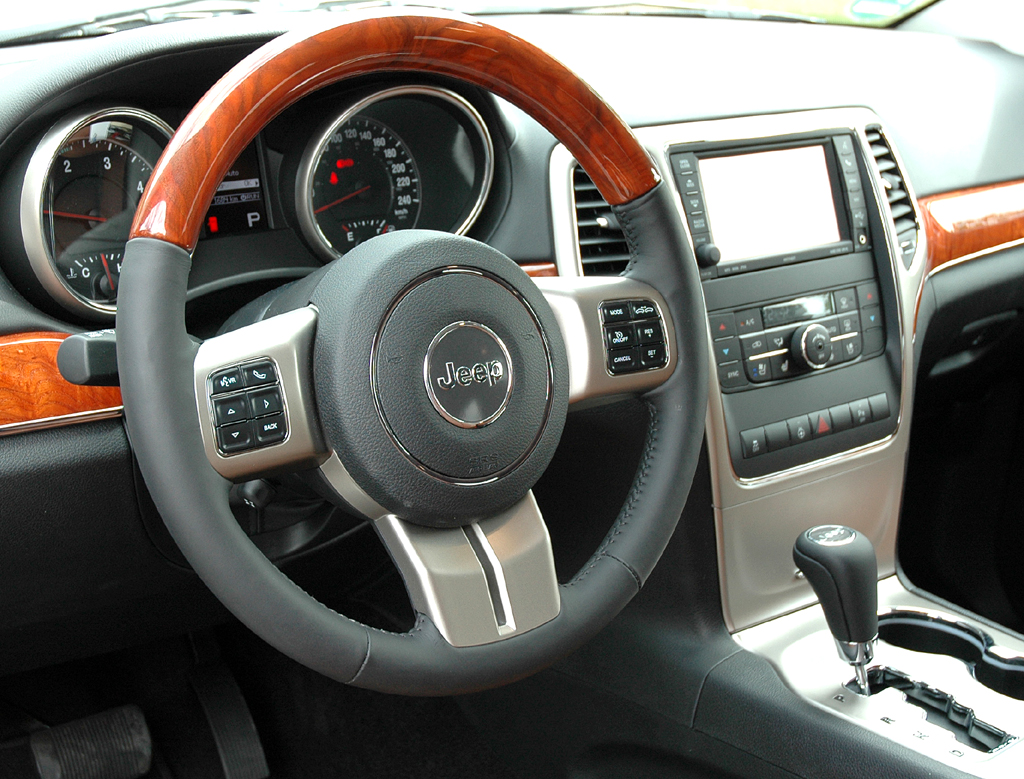 Jeep Grand Cherokee Diesel: Blick ins Cockpit des großen SUV.