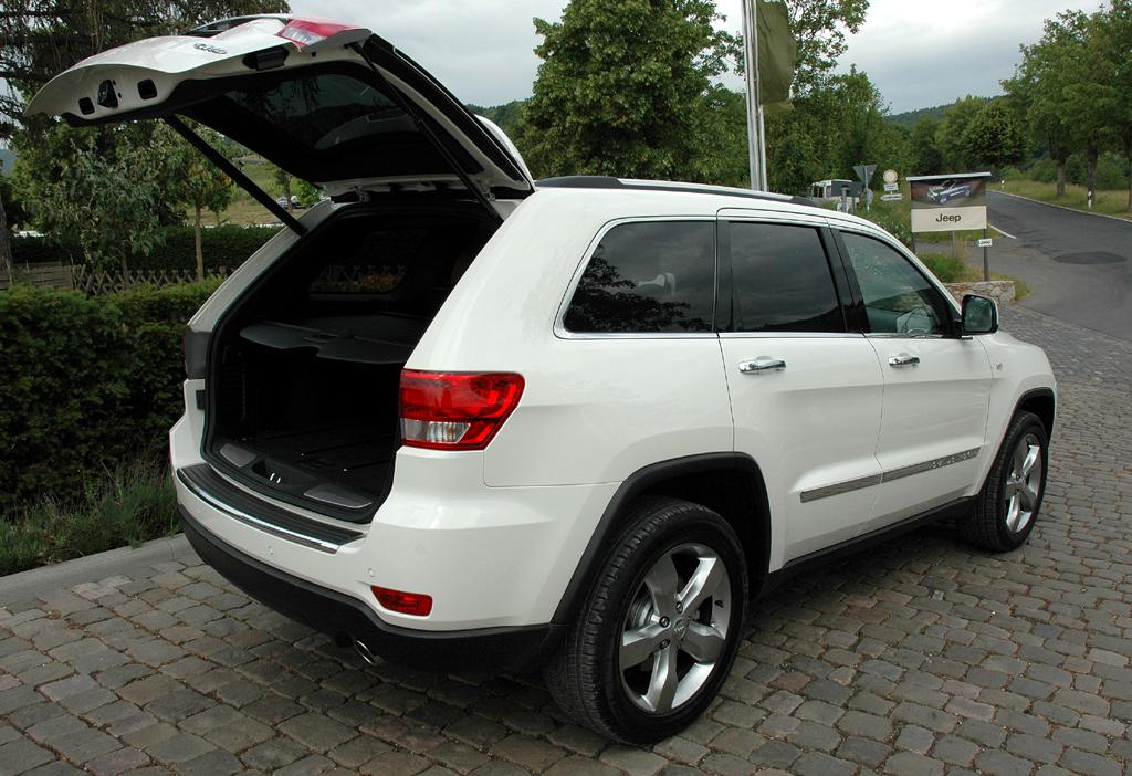 Jeep Grand Cherokee Diesel: Ins Gepäckabteil passen 781 bis fast 1558 Liter hinein.