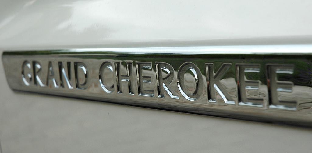 Jeep Grand Cherokee Diesel: Modellschriftzug an der Seite.