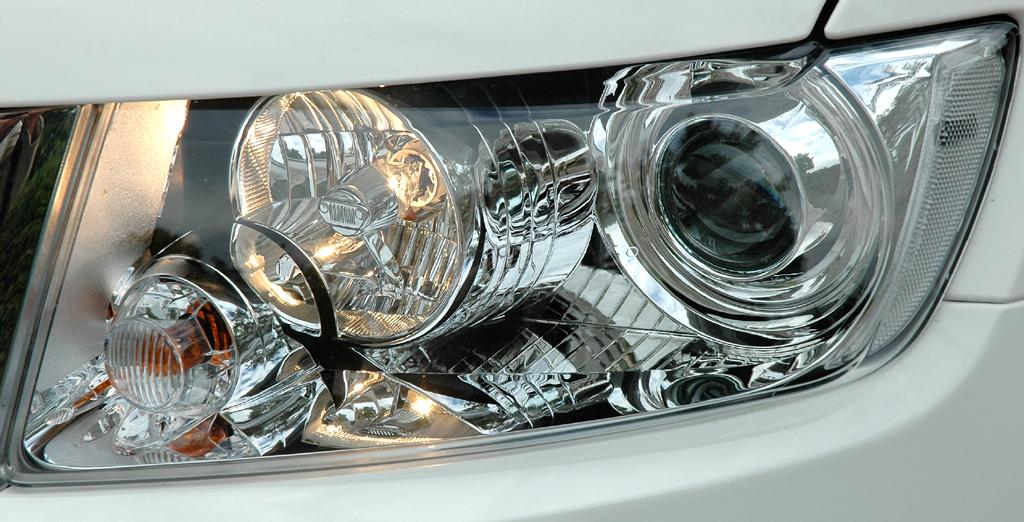 Jeep Grand Cherokee Diesel: Moderne Leuchteinheit vorn.