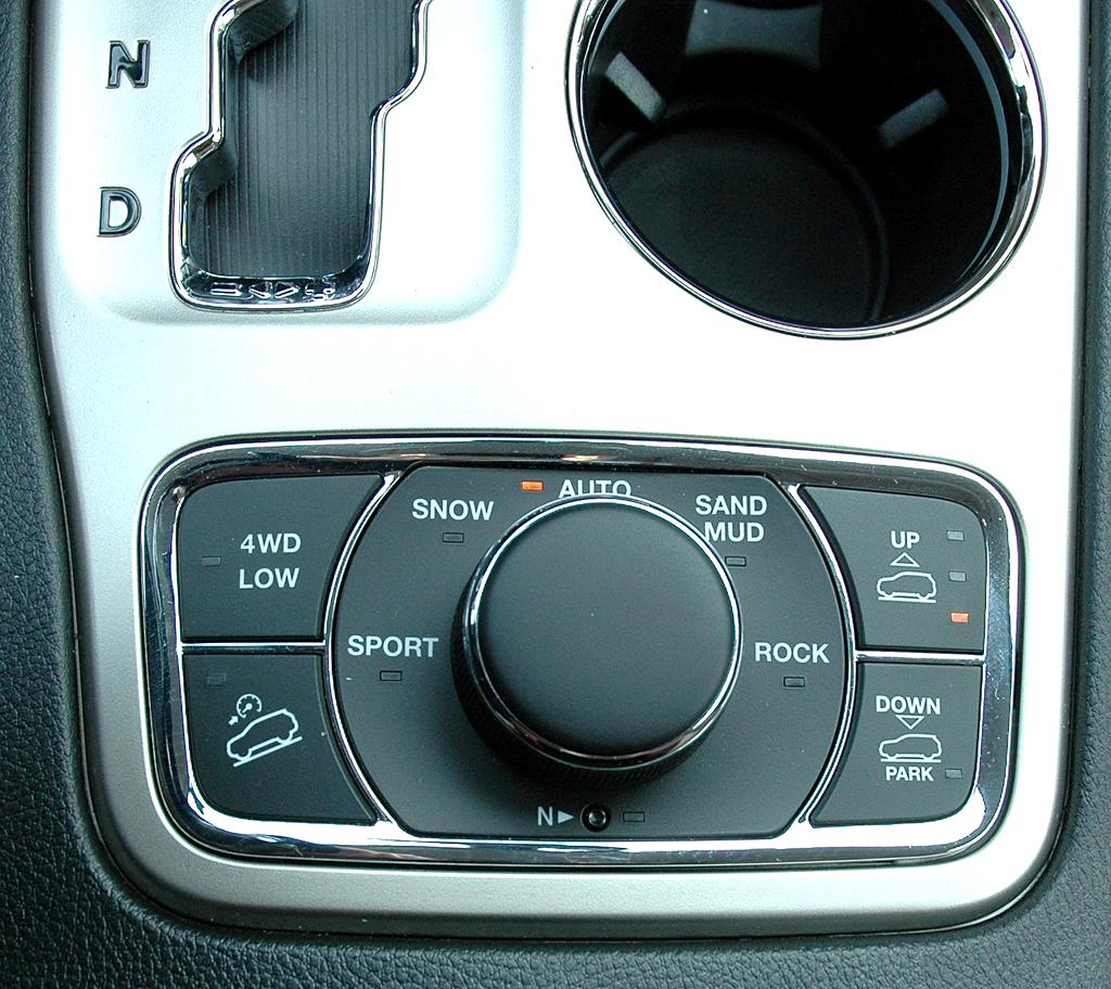 Jeep Grand Cherokee Diesel: Über diese Bedieneinheit sind verschiedene Programme einstellbar.