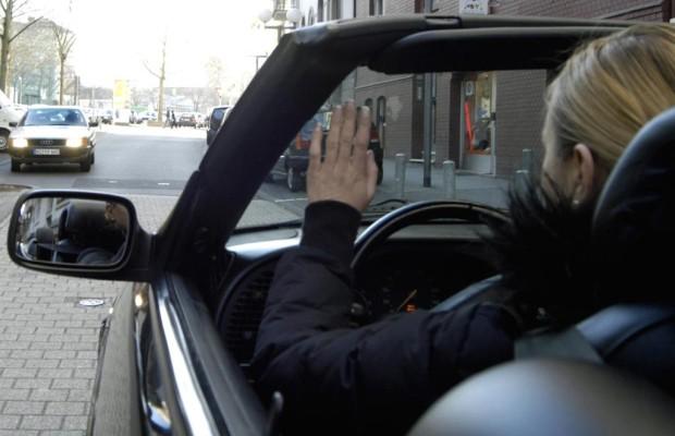 Junge Frauen sind die vorsichtigsten Autofahrer
