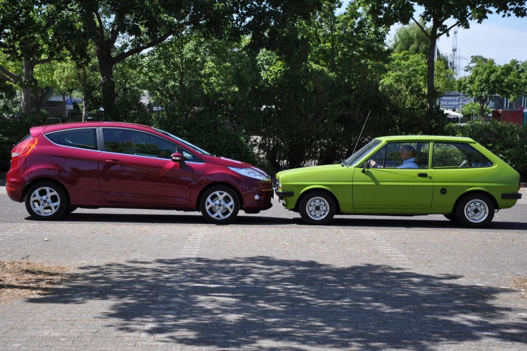 Klein und zierlich wirkt der alte Fiesta im Vergleich zum neuen