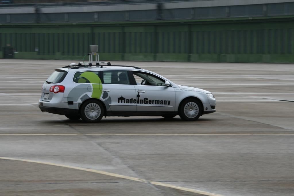 Lenken und Bremsen geht vollautomatisch