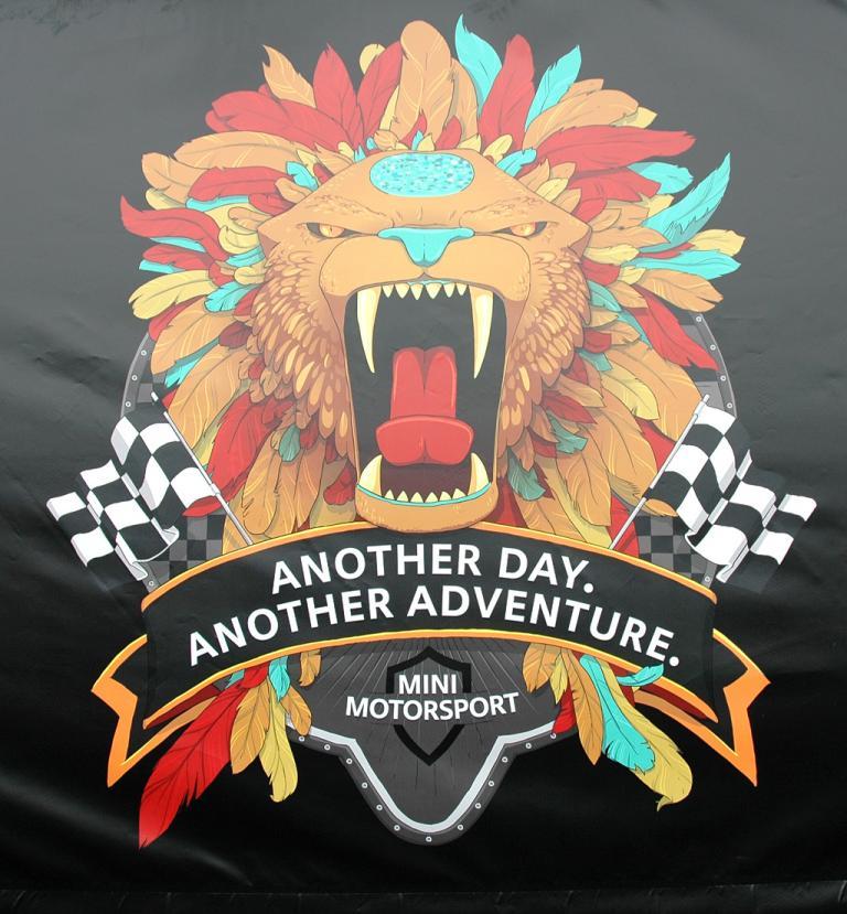Mini Coupé: Als Logo für das Rennfahrzeug haben sich die Münchner den Löwen ausgesucht.