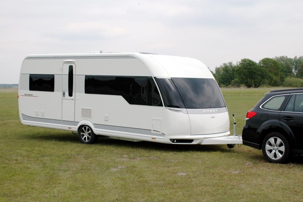 Mit dem Erscheinungsbild herkömmlicher Wohnwagen hat der 18.170 Euro teure Premium nichts mehr gemeinsam