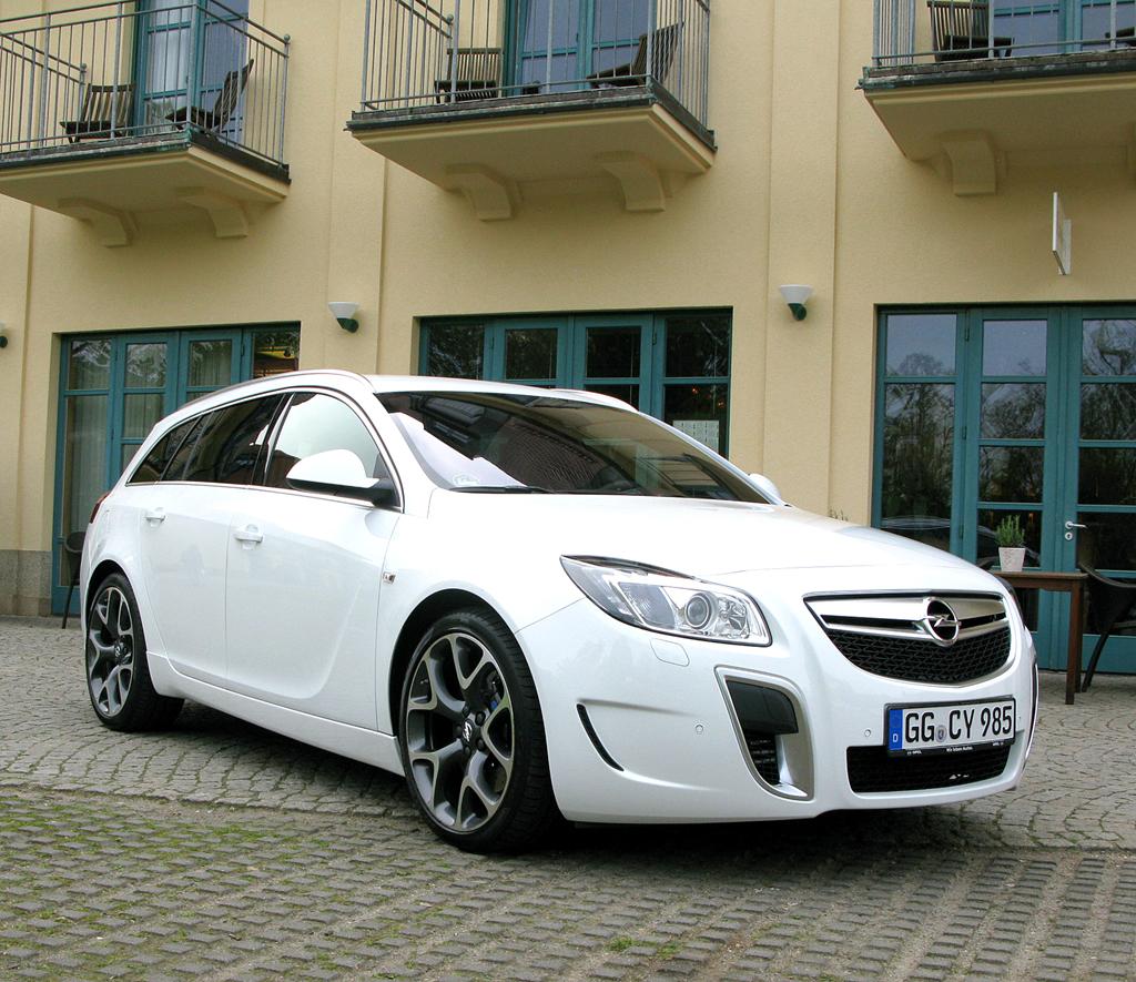 Opel Insignia OPC, hier als Sports Tourer: Ein 325 PS starker Sechszylinder mit bis zu ...