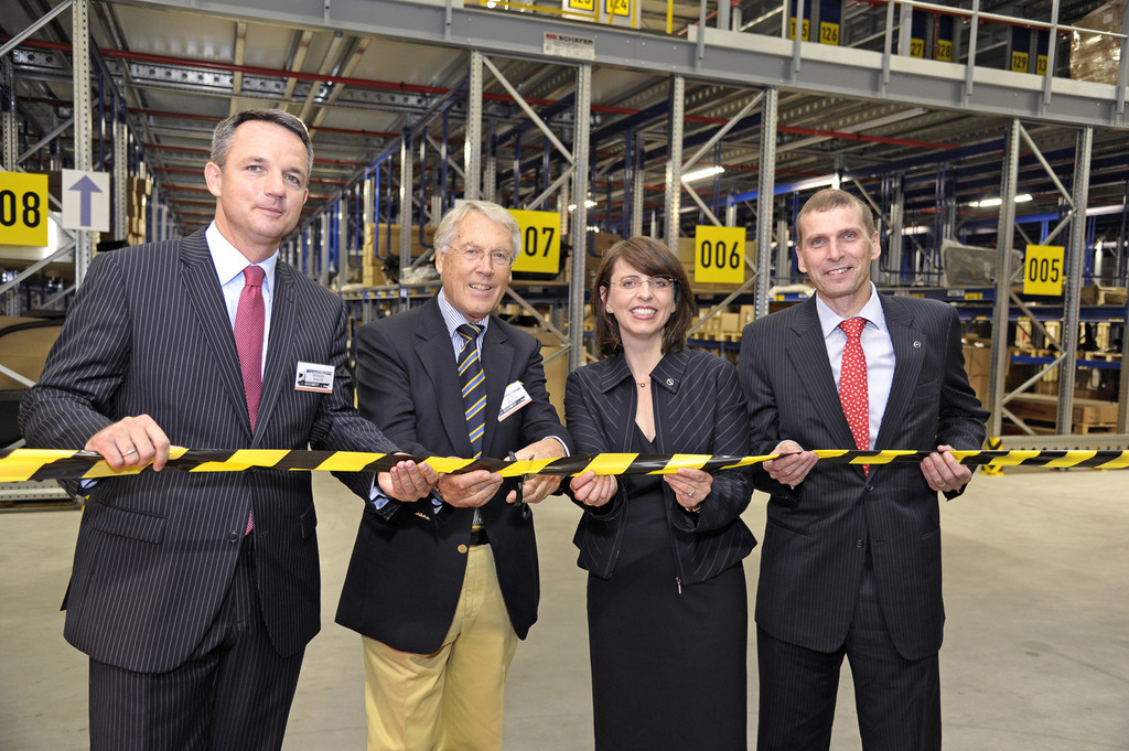 Opel-Partner Dello eröffnet neues Logistikzentrum