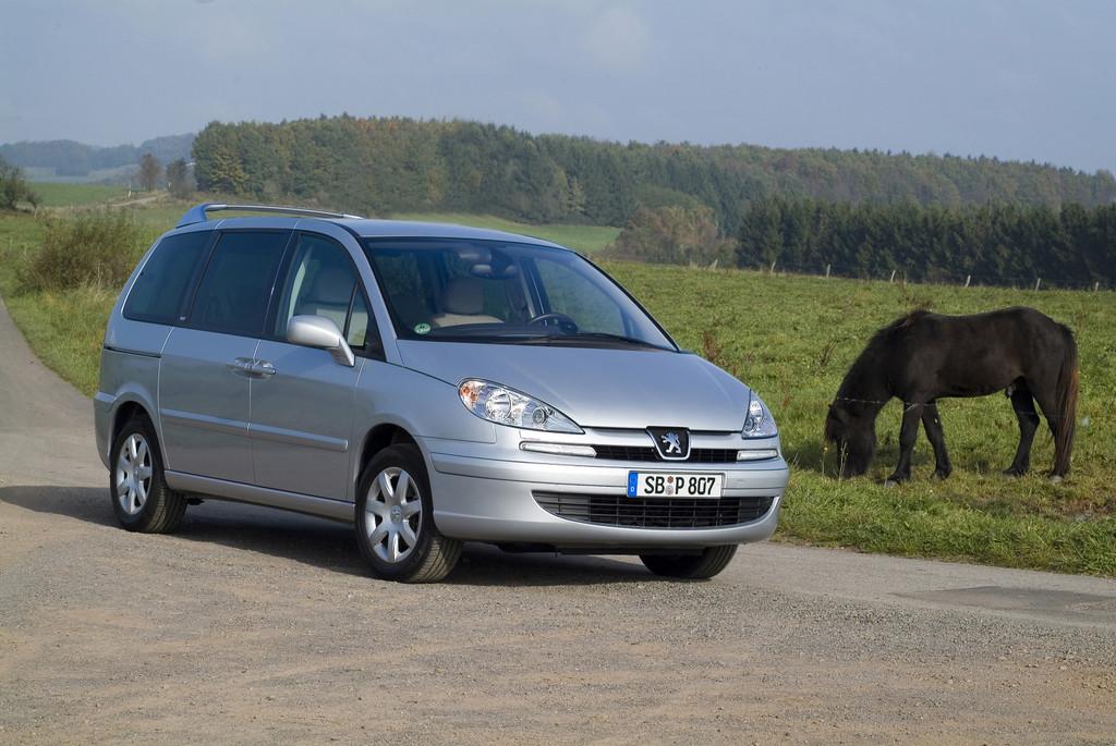 Peugeot 807 mit neuen Ausstattungslinien