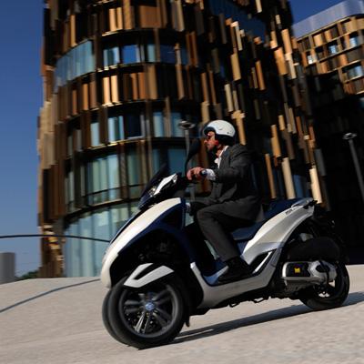Piaggio MP3 YOUrban 300 LT: Junger Stadtflitzer auf drei Rädern