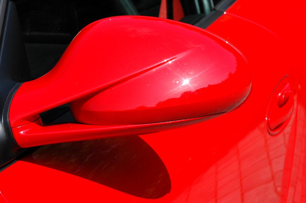Porsche 911 Carrera 4S Coupé: Blick auf den Außenspiegel auf der Fahrerseite.