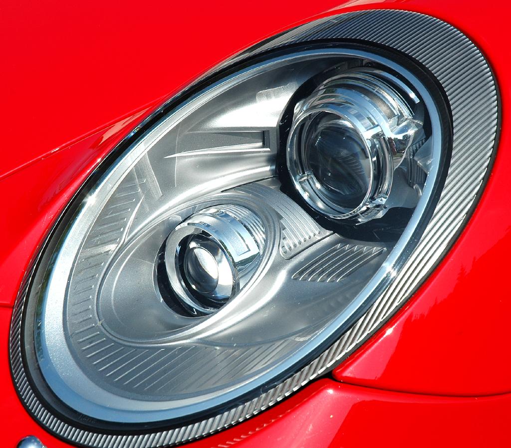Porsche 911 Carrera 4S Coupé: Moderne Bi-Xenon- und LED-Leuchteinheit vorn.
