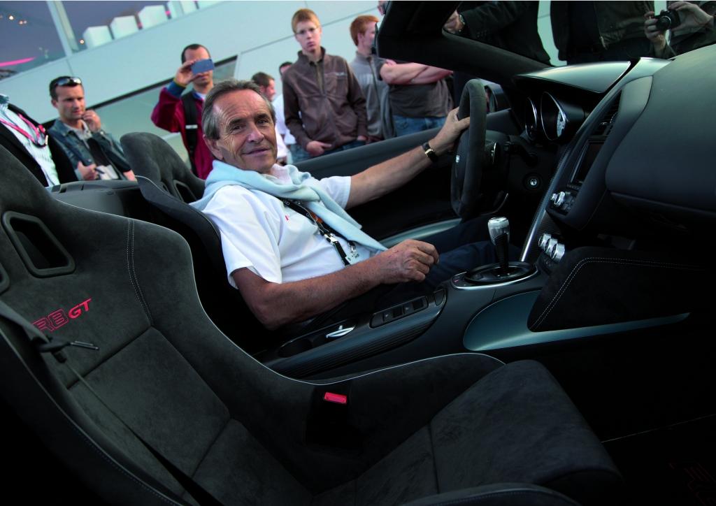 Rennfahrerlegende Jacky Ickx im neue Audi R8 GT Spyder