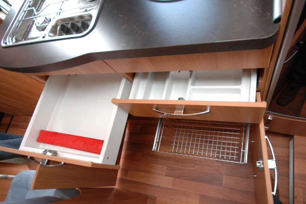 Saubere Aufteilung herrscht in der Küche