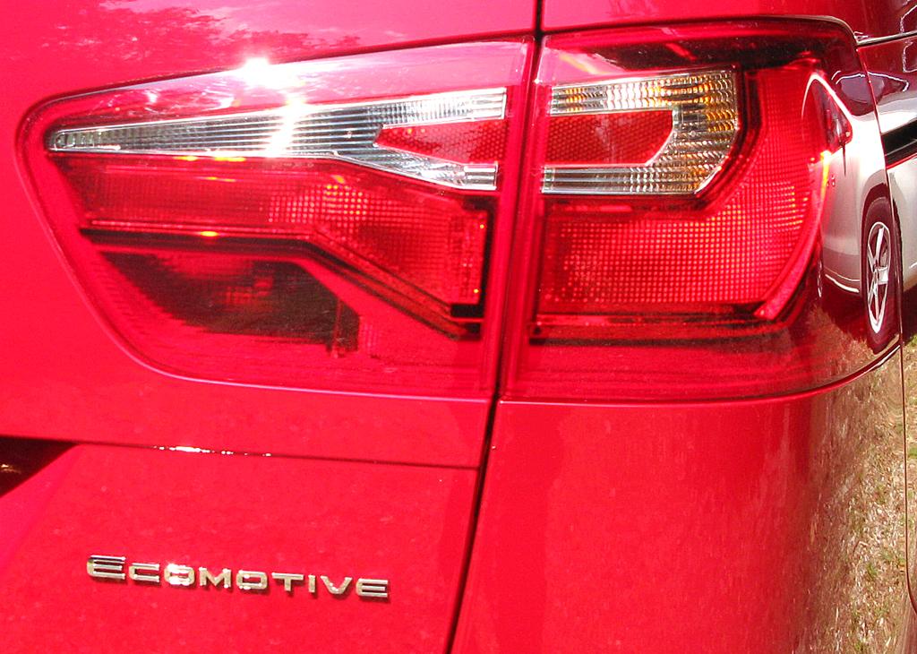 Seat Alhambra: Moderne Leuchteinheit hinten mit Ecomotive-Schriftzug.