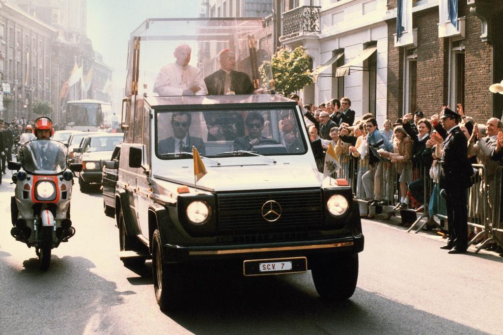 Seit dem Mordanschlag 1981 fährt der Papst bei Staatsbesuchen im Glaskasten