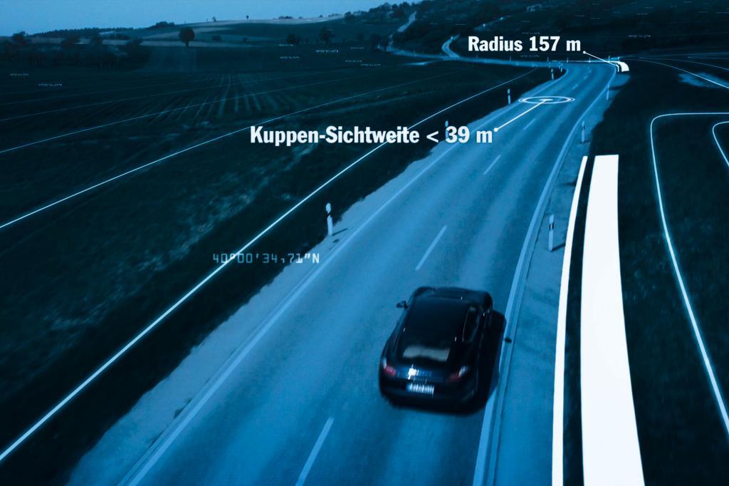 Sobald das System aktiviert ist, beschleunigt und verzögert der Panamera alleine. Der Fahrer muss nur lenken.