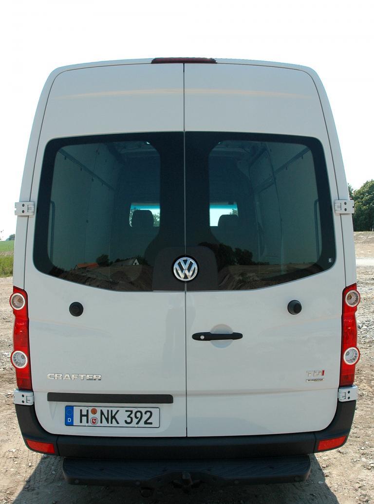 VW Crafter: Blick auf die Heckpartie mit in diesem Fall großen Doppeltüren.