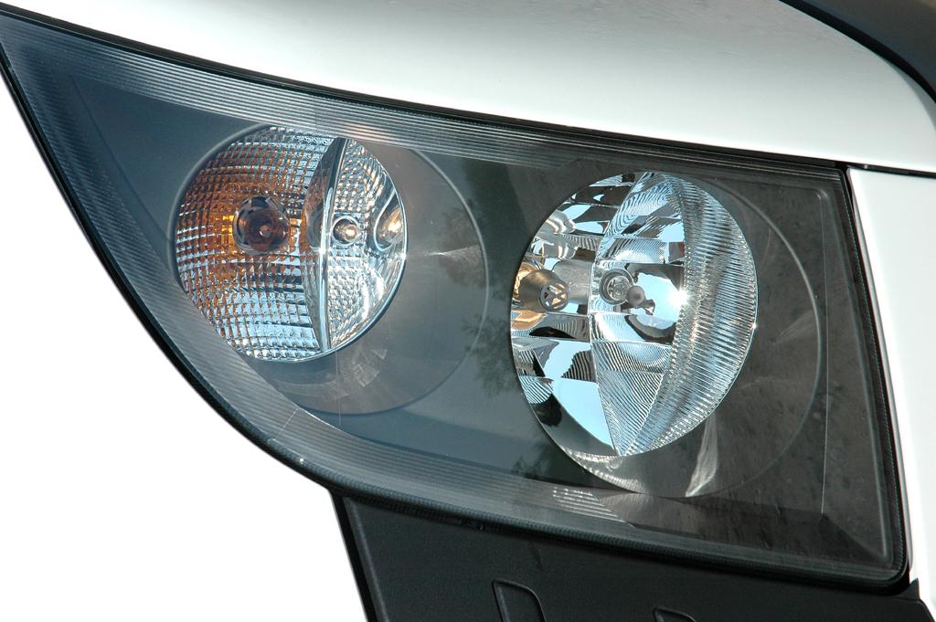 VW Crafter: Moderne Vertikal-Leuchteinheit vorn.