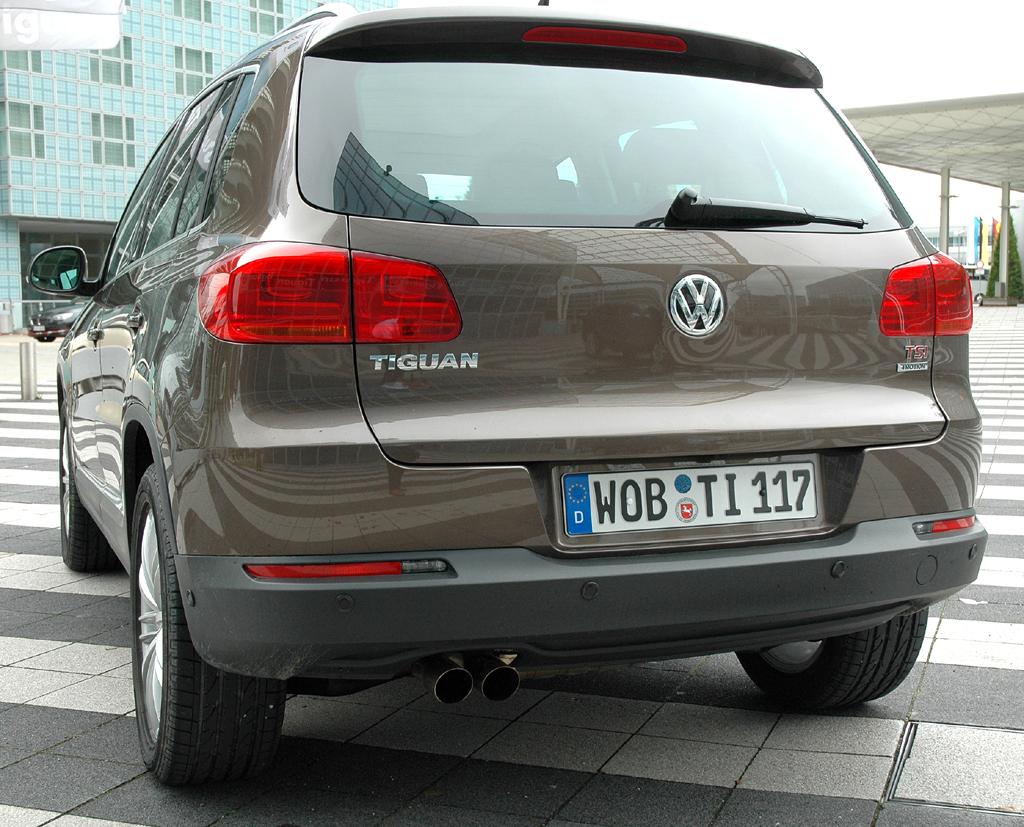 VW Tiguan: Blick auf die Heckpartie des kleinen Touareg-Bruders.