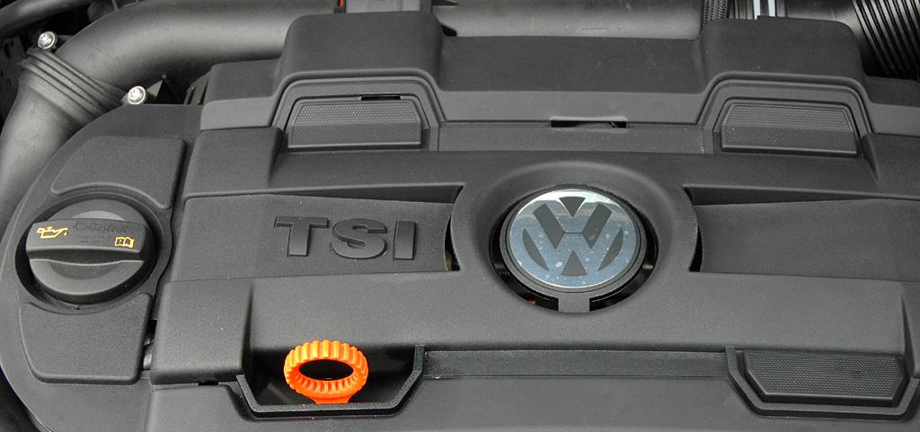 VW Tiguan: Blick unter die Motorhaube, hier eines TSI-Benzindirekteinspritzers.
