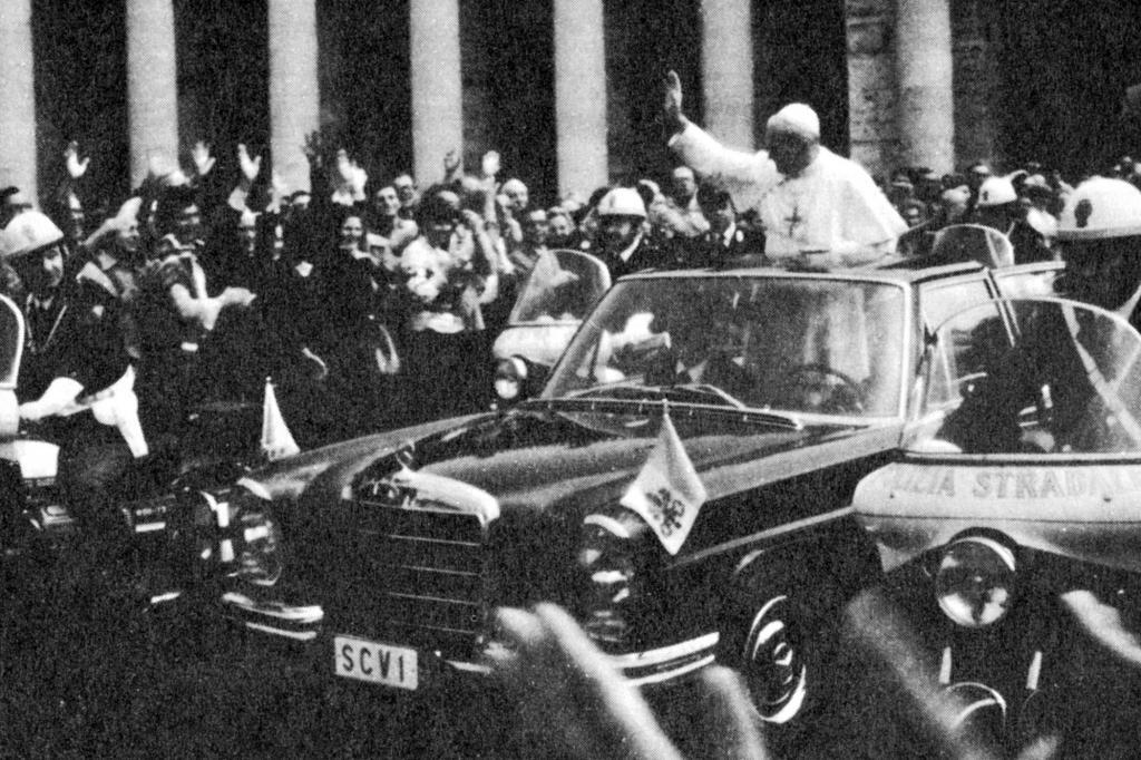 Vor dem Anschlag fuhr Papst Johannes Paul auch schon mal im offenen Mercedes 300 SEL
