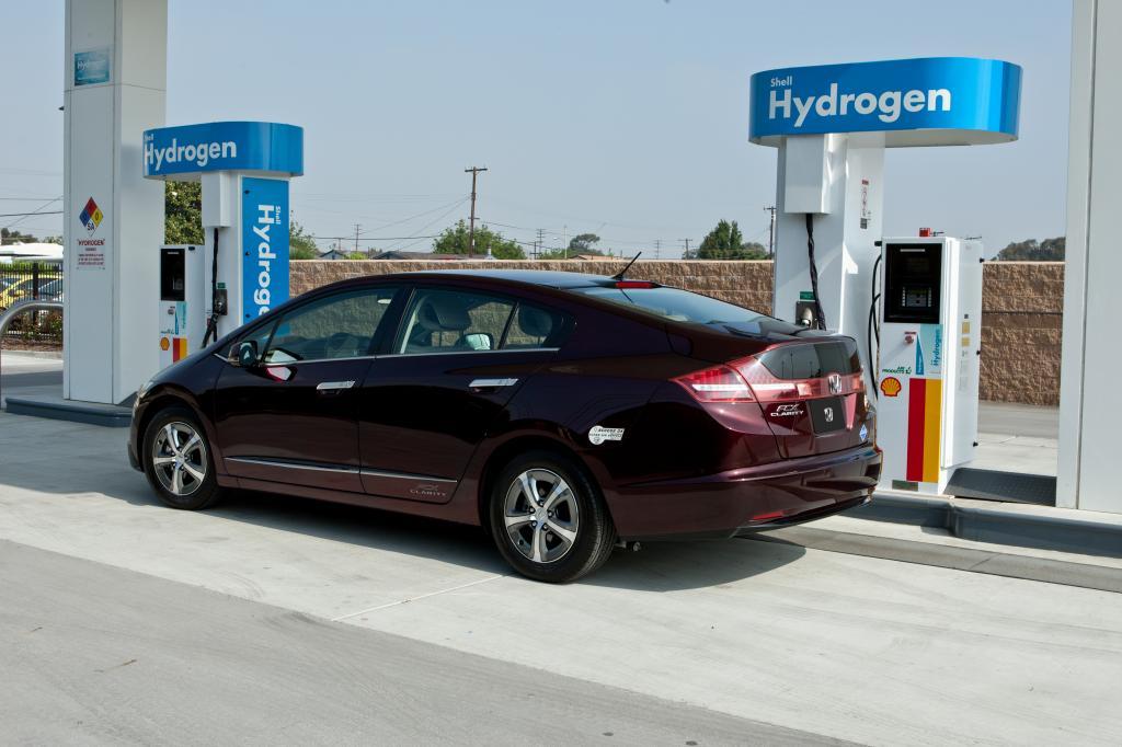 Wasserstofftankstelle mit Honda FCX Clarity eingeweiht