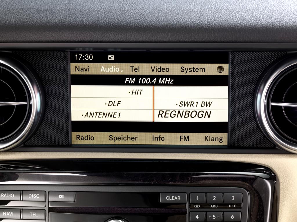Alles in einem: Navigation, Audio, Telefon, Video, System, Radio, Speicher, FM, Klang.