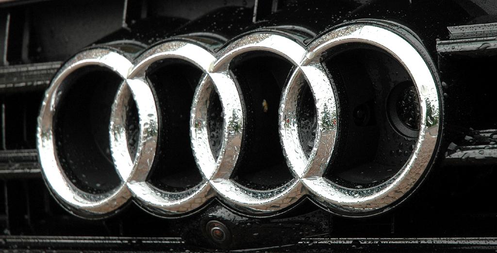 Audi A6 Hybrid: Die vier Markenringe sitzen vorn mittig im Kühlergrill.