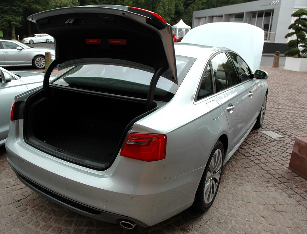 Audi A6 Hybrid: Ins Gepäckabteil passen noch recht ordentliche 375 bis 850 Liter hinein.