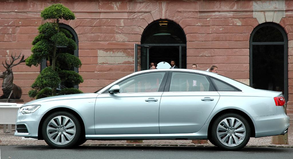 Audi A6 Hybrid: Und so sieht die Limousine mit der Kraft der zweiten Herzen von der Seite aus.
