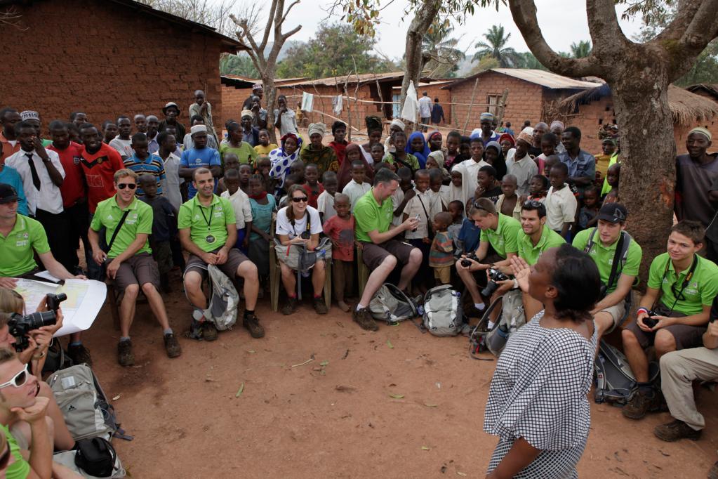 Auf ihrer ersten Station in Tansania trafen die jungen Entdeckungsreisenden nicht nur Verhaltensforscherin Jane Gooddall, sondern erhielten auch Einblicke in das Alltagsleben der örtlichen Bevölkerung.