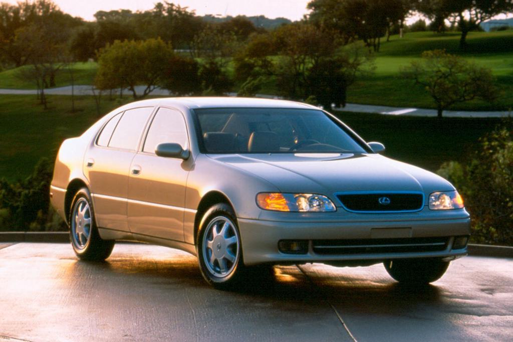 Aufbauend auf dem ersten, hier abgebildeten Lexus GS kreierte die damalige Motorsportabteilung TTE das Spitzenmodell T3