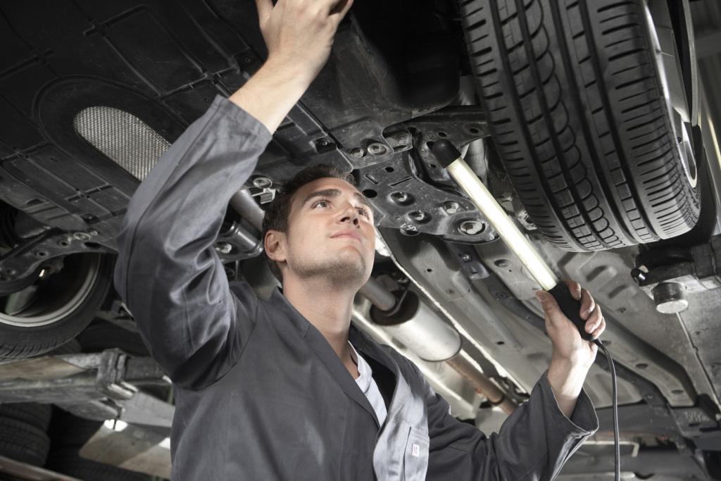 BGH stärkt Rechte der Autokäufer - Wartungsvorschriften bei Anschlussgarantie unwirksam