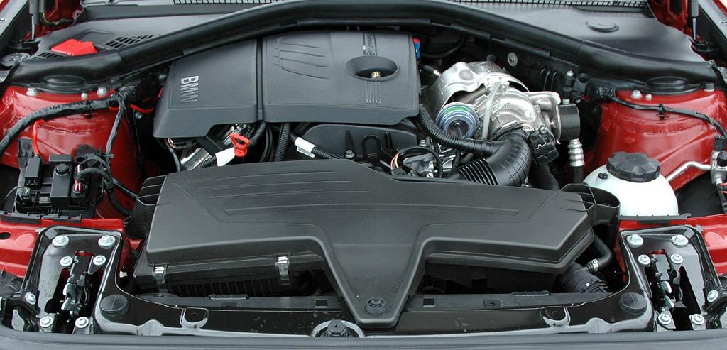 BMW 1er: Blick unter die Motorhaube, hier des Spitzenbenziners 118i mit 170 PS.