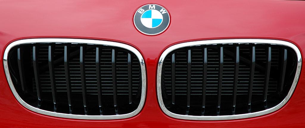 BMW 1er: Das Markenlogo sitzt vorn über die Doppelniere.