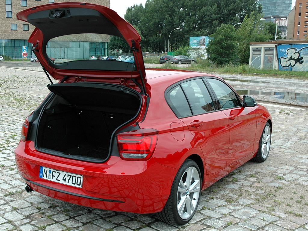BMW 1er: Ins Gepäckabteil passen jetzt 360 bis 1200 Liter hinein.