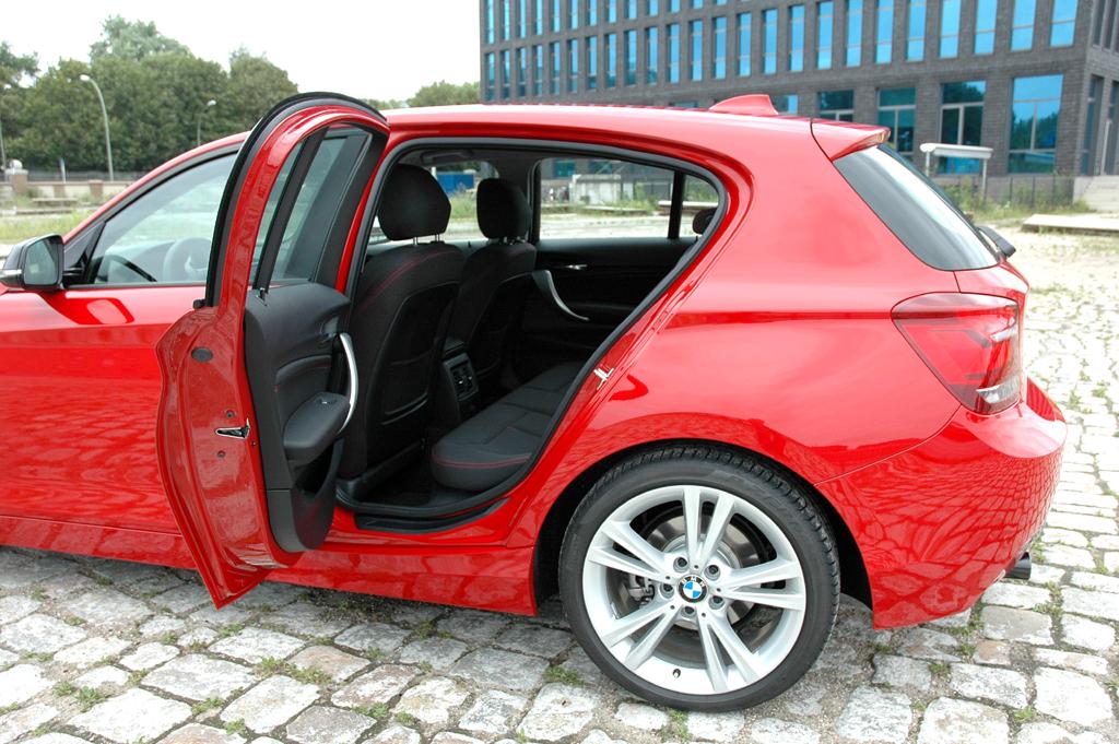 BMW 1er: Nicht riesig, aber hinten steht jetzt mehr Beinfreiheit zur Verfügung.