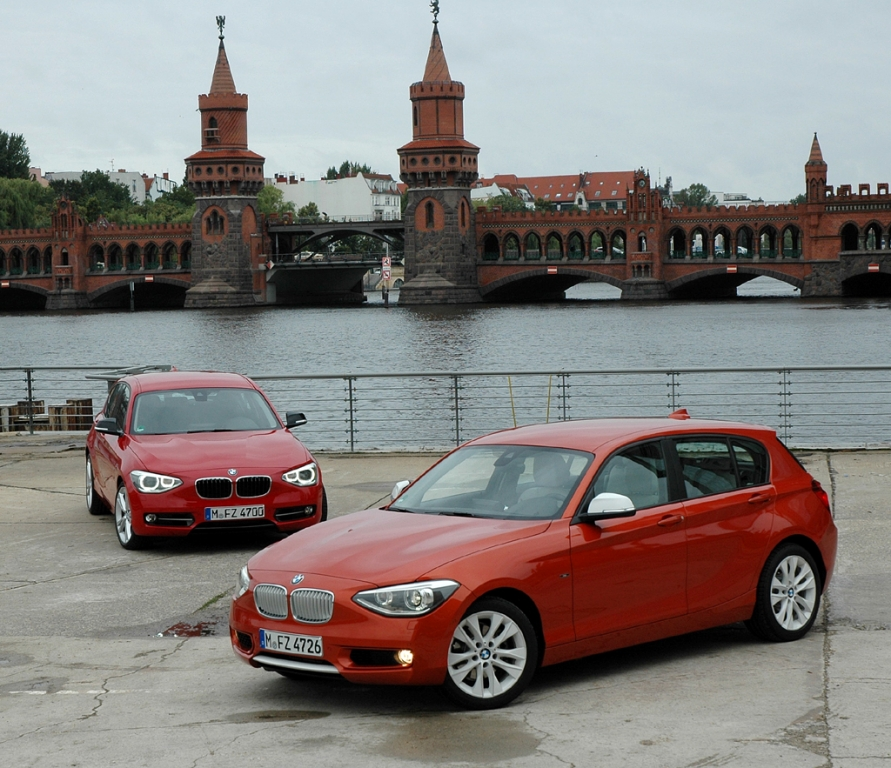 BMW 1er, hier als Urban Line vorn und als Sports Line hinten.