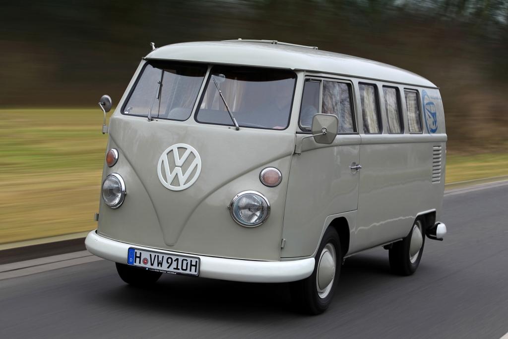 Bis heute heißt der VW Bus, hier ein T1, im Volksmund Bulli.