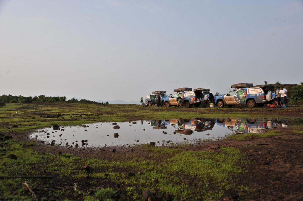 Das Move the World Expeditionsteam bei einer kurzen Rast in Äthiopien.