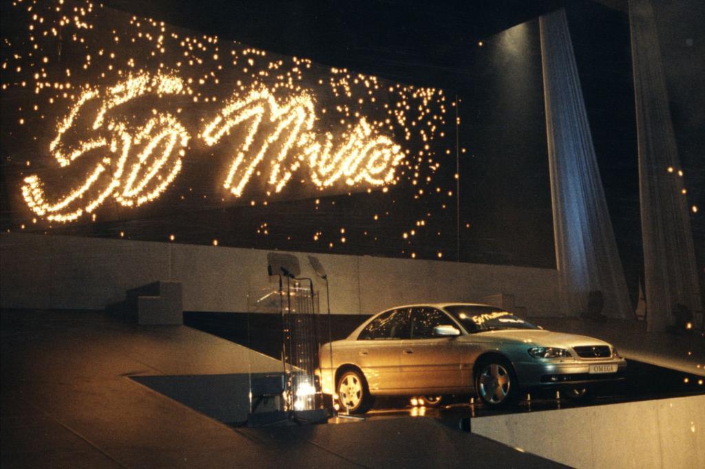 Der 50 millionste Opel: ein Omega läuft 1999 in Rüsselsheim vom Band