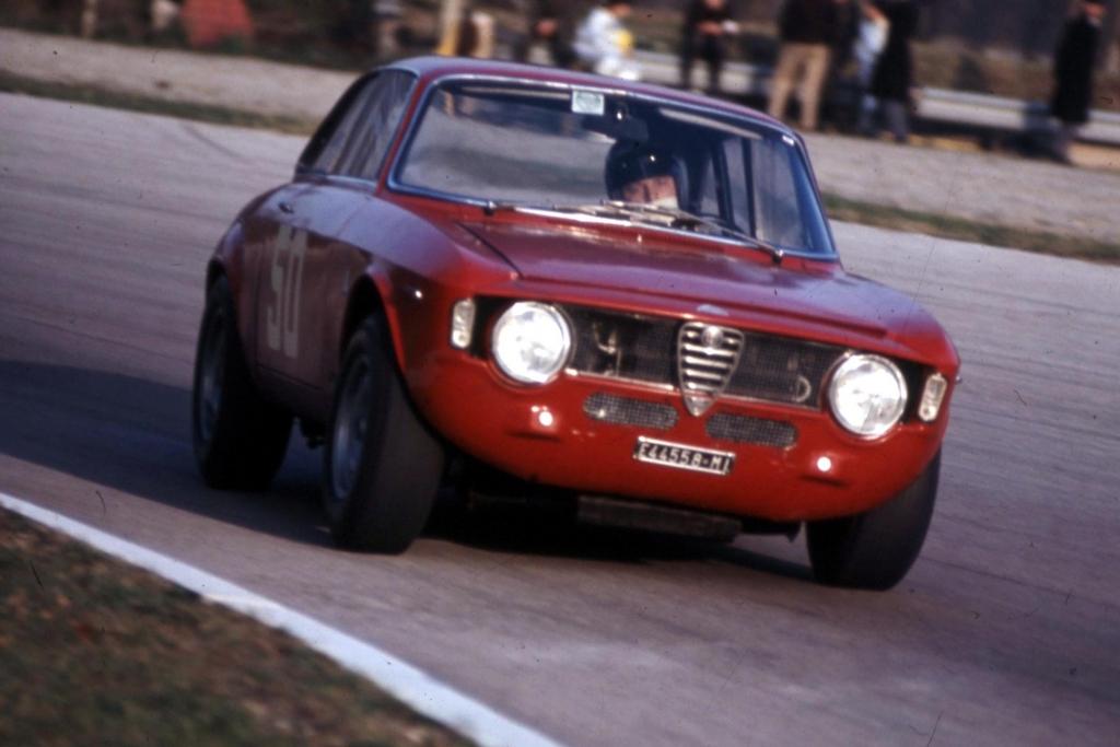 Der GT ist auch unter dem Namen Kantenhaube bekannt - Alfa Romeo.