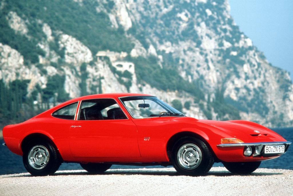 Der GT lehnt sich am Chevrolet Corvette mit dem sogenannten ''Coke-Bottle-Design'' an.