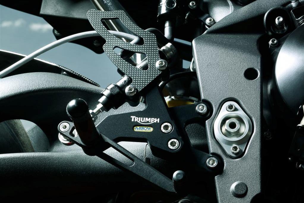 Der Preisunterschied von 1 500 Euro zwischen den Schwestern ist aufgrund der hochwertigeren Fahrwerks- und Bremskomponenten der R gerechtfertigt.